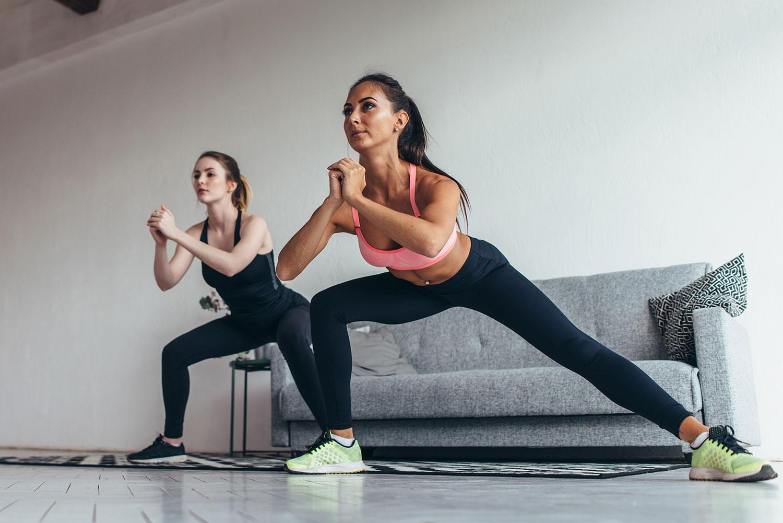 ejercicios movilidad piernas